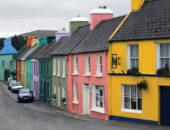 Улица с разноцветными домами