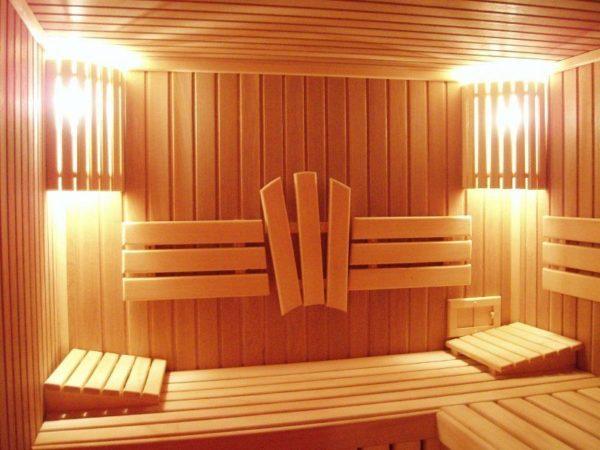 Деревянная вагонка внутри бани