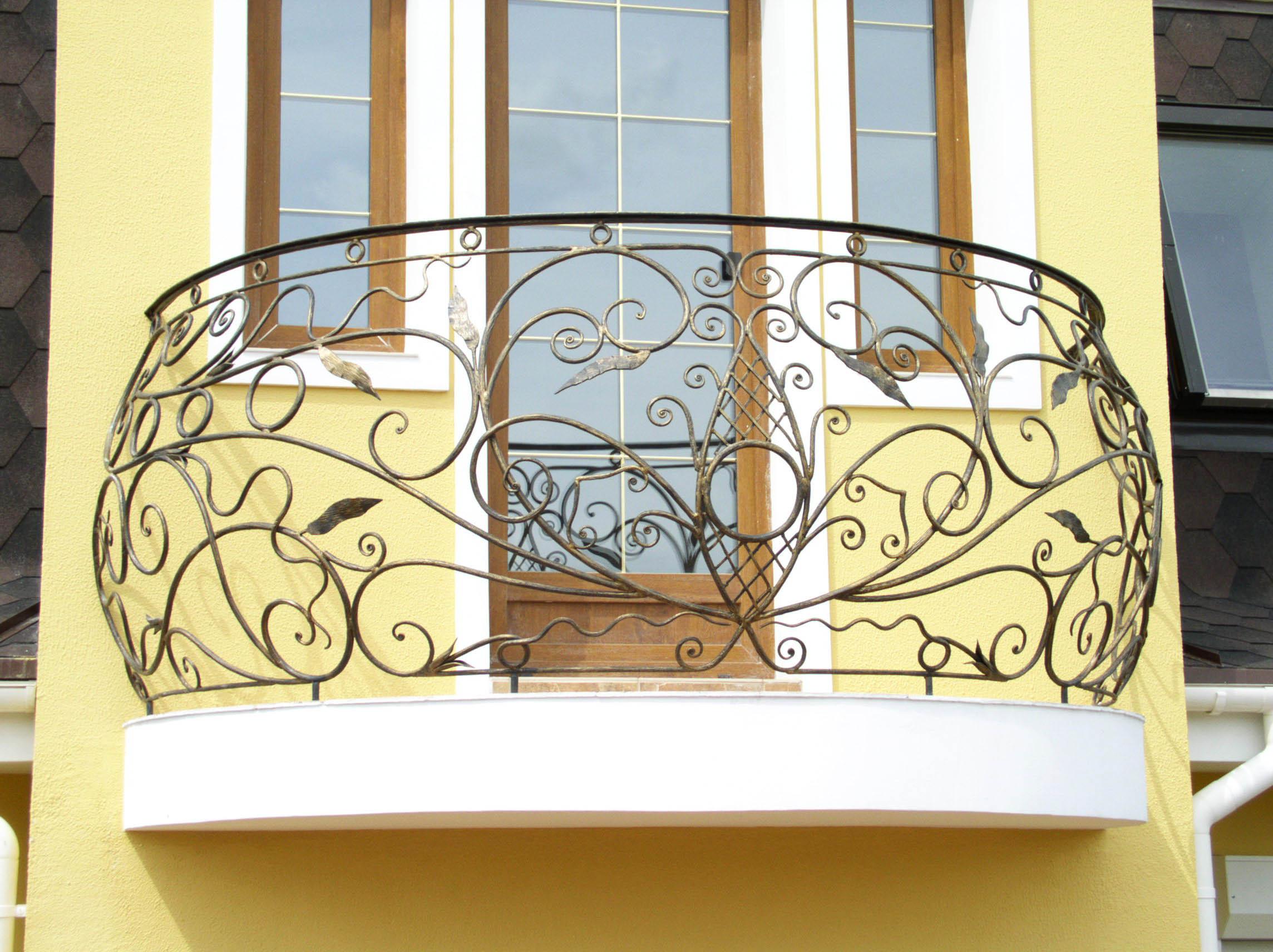 Кованые балконы: фото готовых вариантов