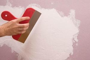Как шпатлевать стены самостоятельно
