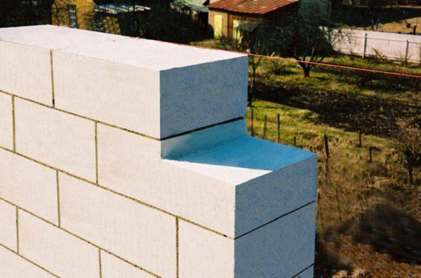 Стена из газосиликатных блоков