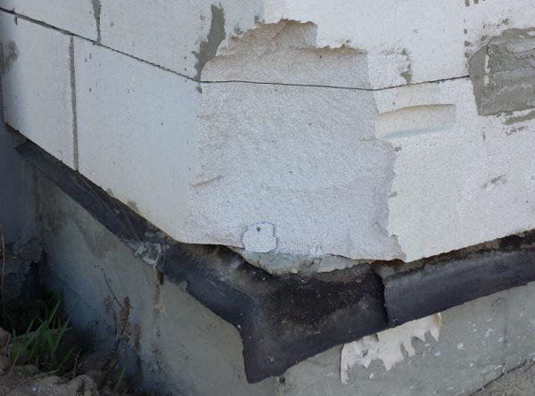 Разрушившийся газосиликатный блок