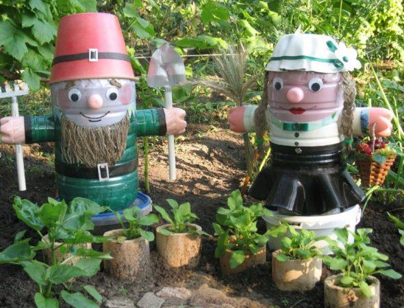 Гномики из пластиковых бутылок — поделки для сада своими руками