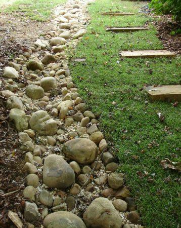 Ручей из камня в ландшафте