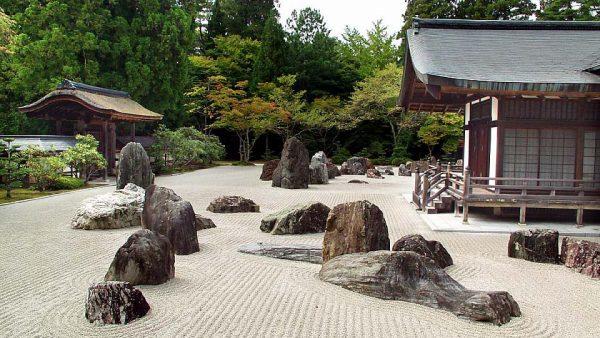 Крупные камни в японском ландшафтном дизайне
