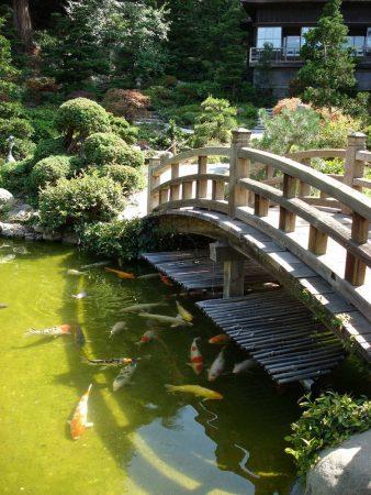 Мостик в японском ландшафтном дизайне