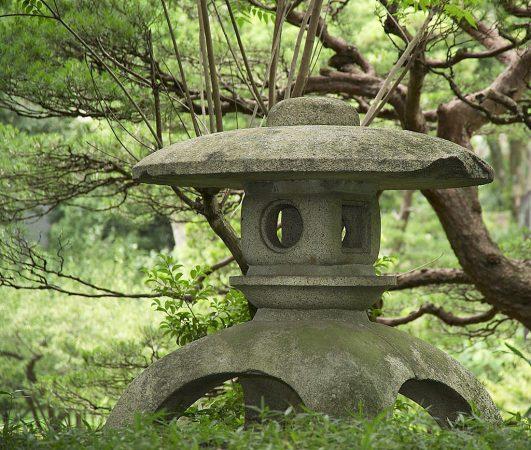 Фонарики в японском ландшафтном дизайне