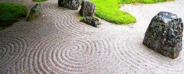 Японский сад сухих камней из щебня