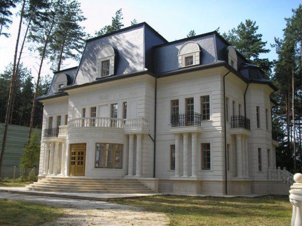 Загородный дом с элементами стиля барокко