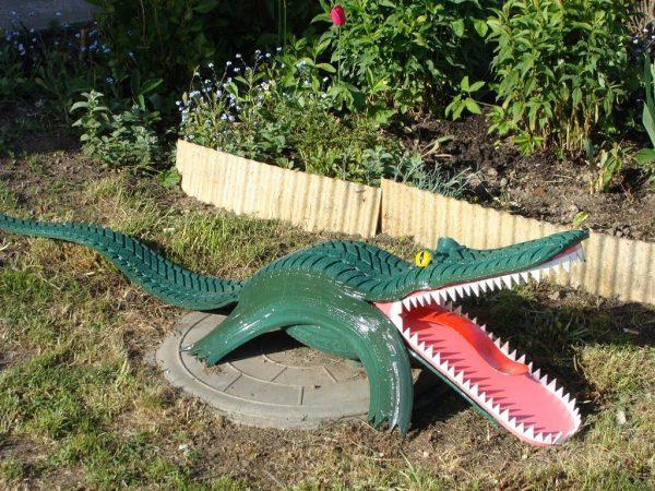 Крокодил из старых покрышек