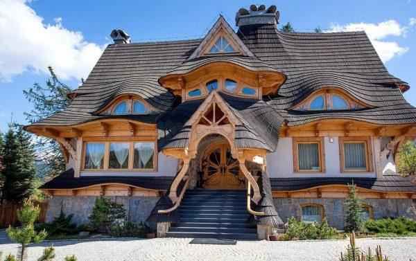 Необычный дизайн фасада дома
