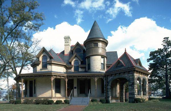 Оригинальный фасад частного дома