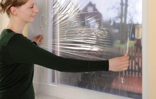 Как использовать теплосберегающую плёнку для окон