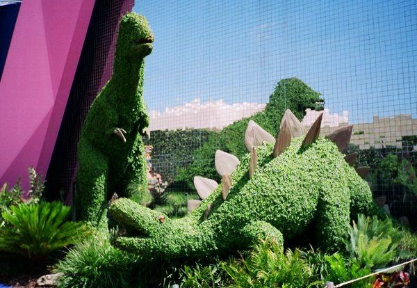 Динозавр из травы