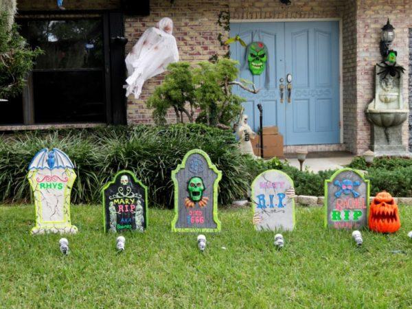 игрушечные надгробные плиты на хэллоуин