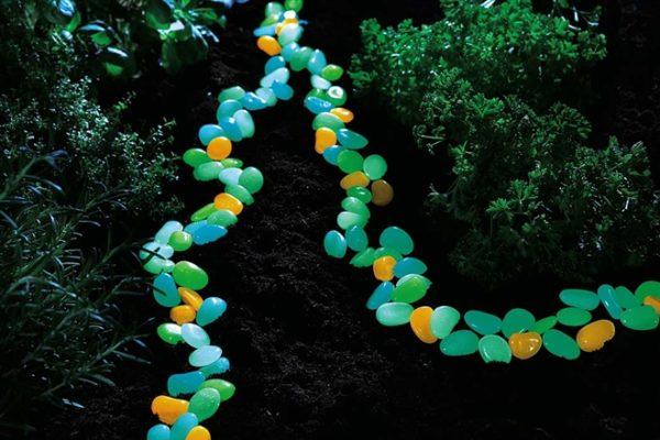 Разноцветные декоративные светящиеся камни