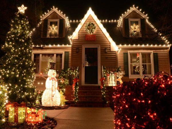 Подсветка дома на Новый год