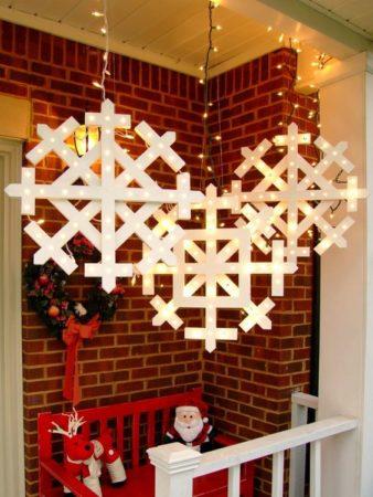 Декоративное панно из снежинок