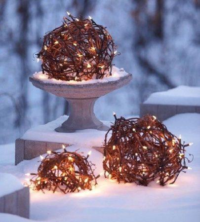 Декор к Новому году из гирлянд