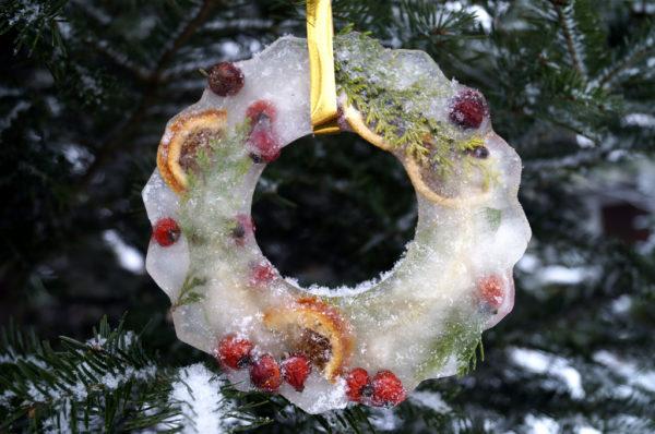 Ледяные новогодние венки