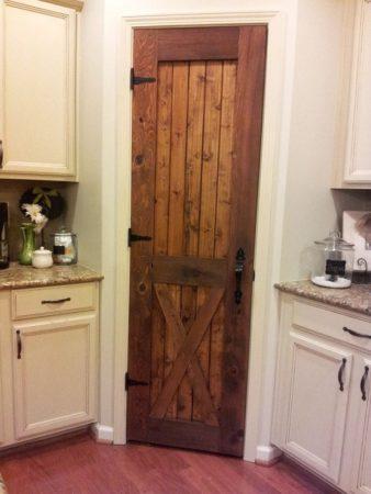Как облагородить двери в кладовку
