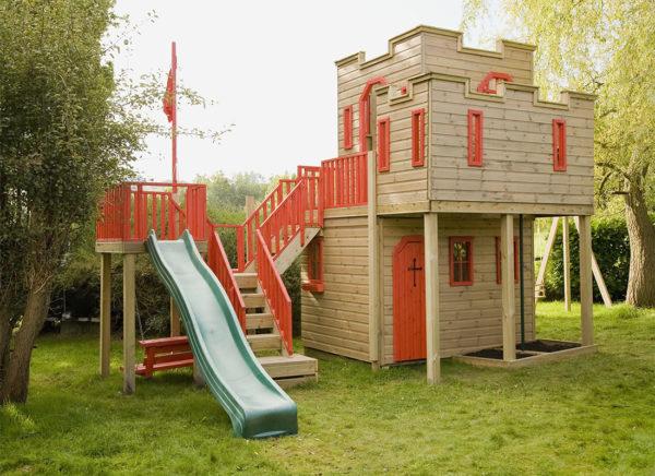 Игровой комплекс в виде рыцарского замка