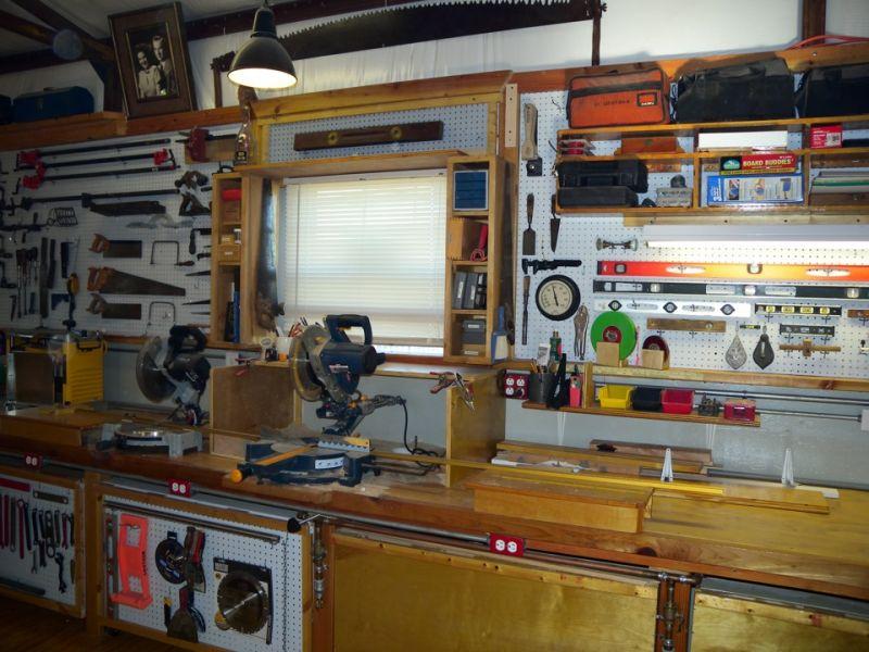 Оформление рабочего места в гараже: фото