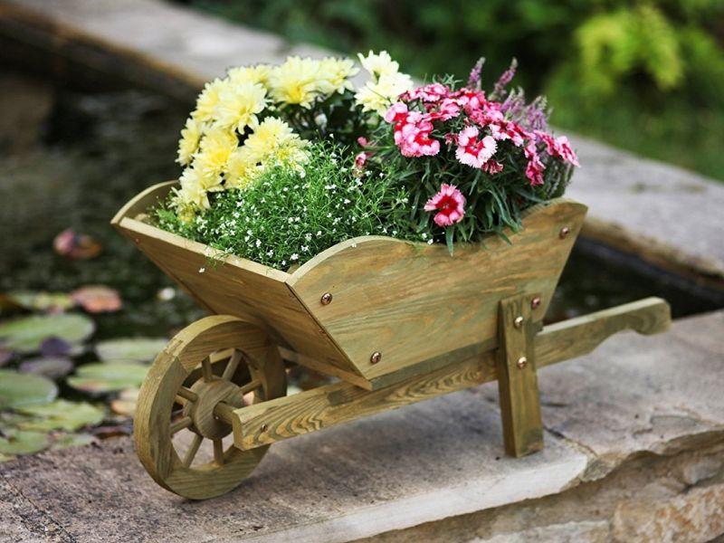 Декоративные тачки для сада своими руками: оригинальные идеи на фото