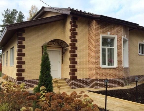 Дом, обшитый фасадными термопанелями