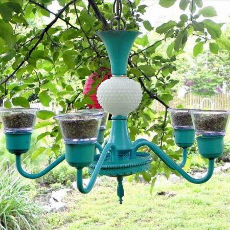 кормушка для птиц из люстры