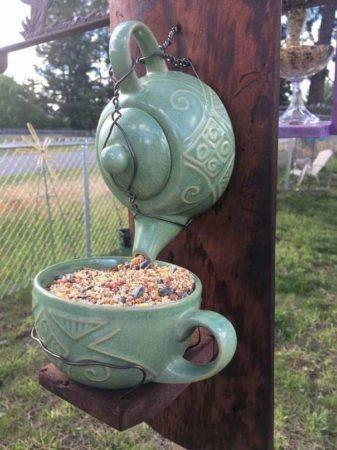 кормушка для птиц из чайника