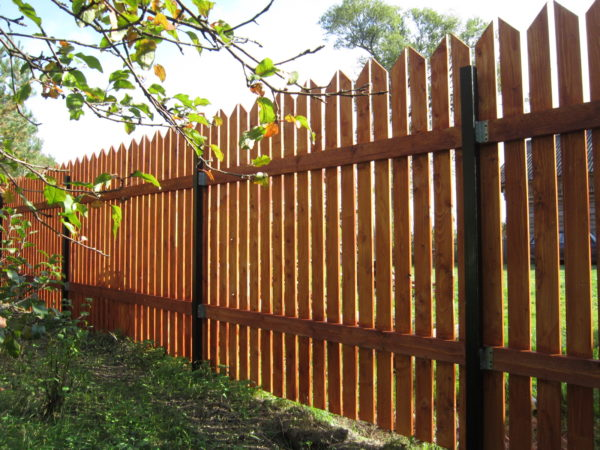 дешевый забор для дачи из штакетника