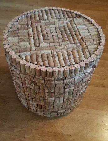 Столик из винных пробок