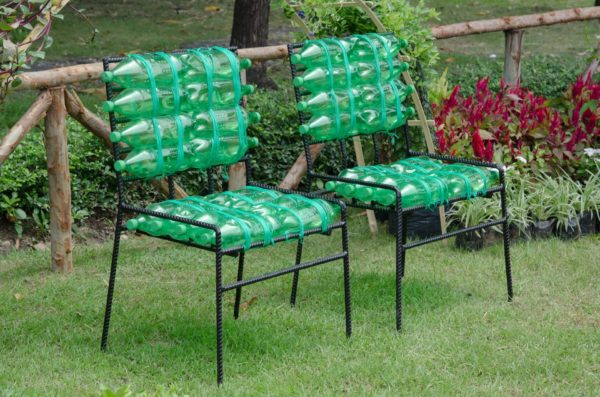 Садовые стулья из пластиковых бутылок
