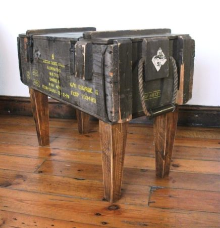 Столик из деревянного ящика