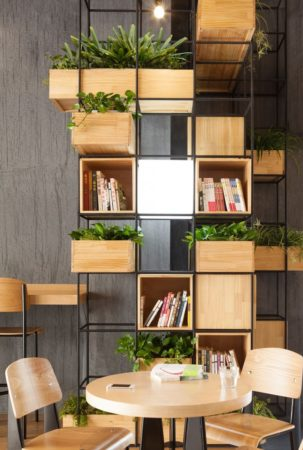 идеи книжных полок в интерьере