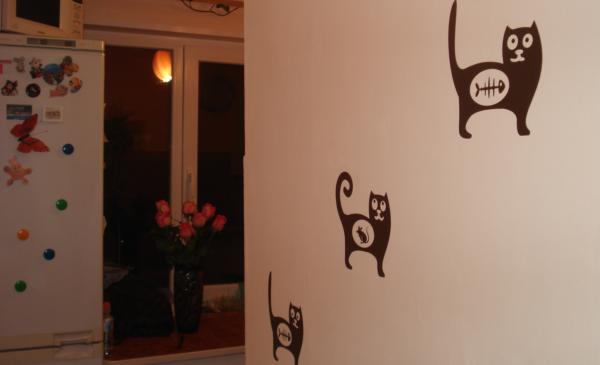 Рисунки котов на стене