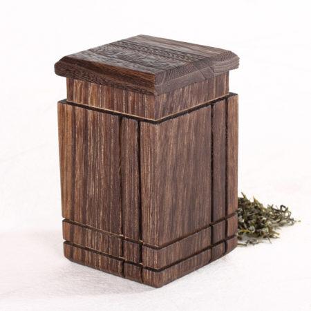 квадратная деревянная ёмкость