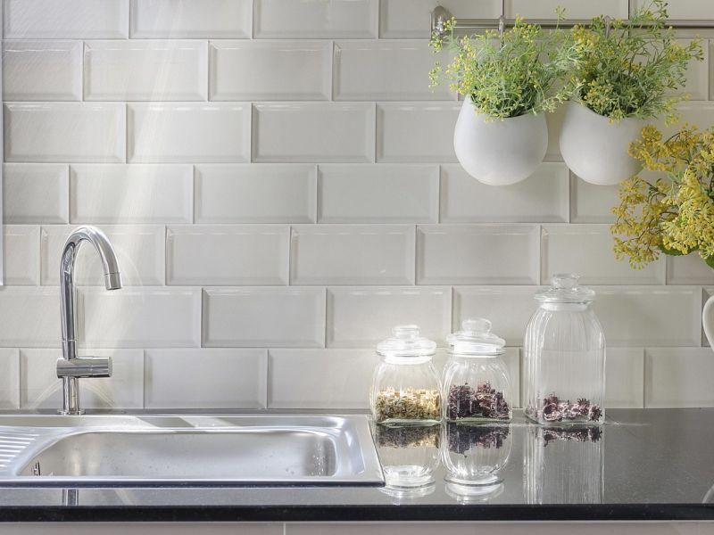 Как обновить кухонный фартук из плитки: простые способы