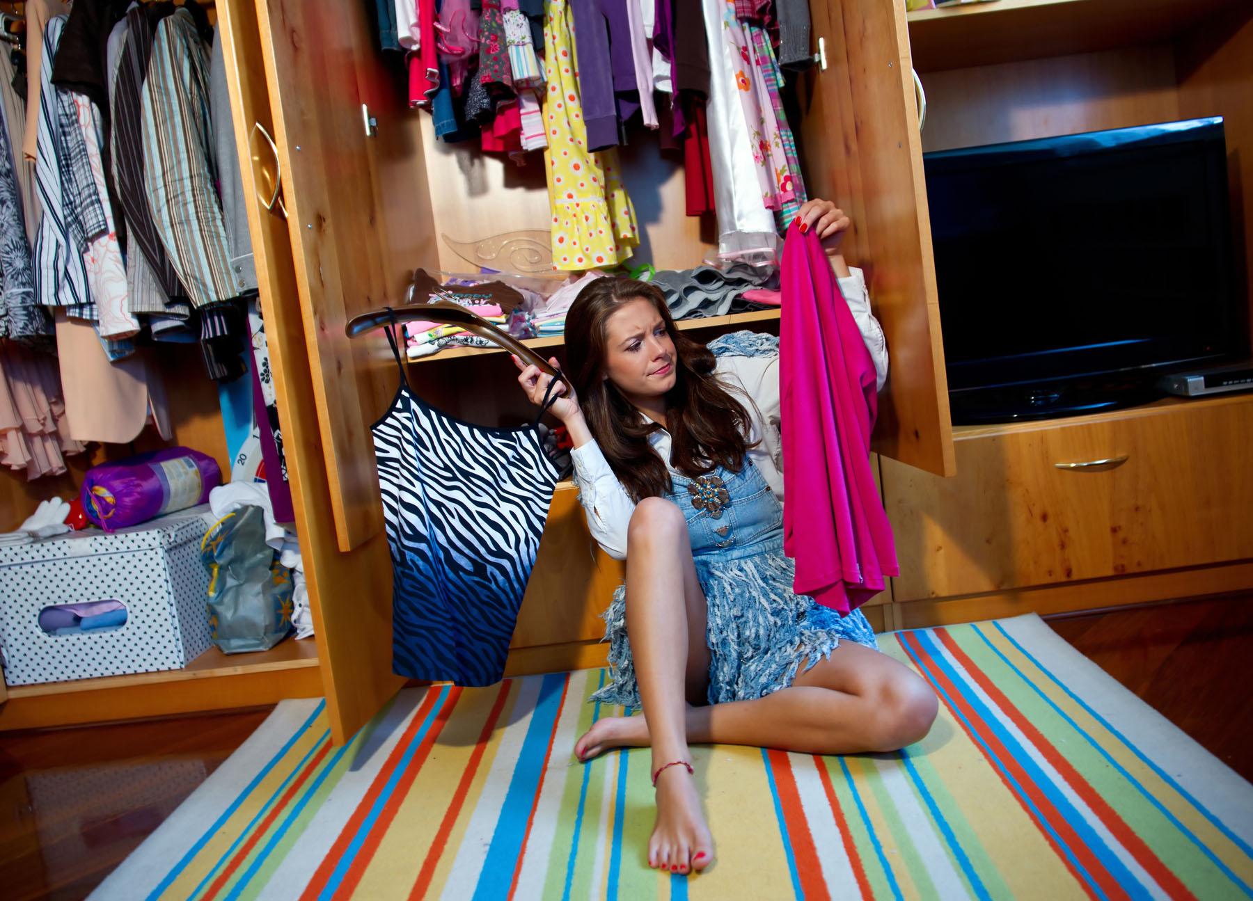 Марта поздравить, прикольная одежда из шкафа картинки