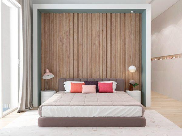Стена у кровати из деревянных панелей