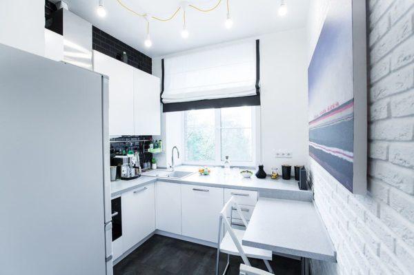Кухня в холодной серо-белой гамме