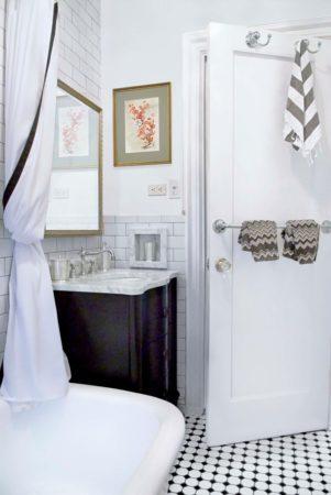 Полотенца на двери ванной