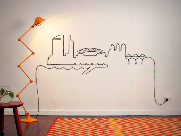 Картина из кабеля на стене
