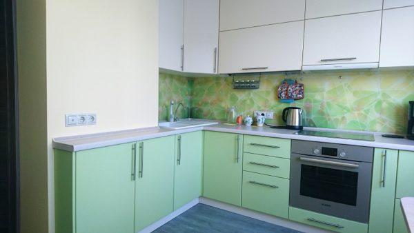 Кухня в оттенках жёлтого и зелёного