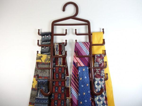 Хранение галстуков на вешалке