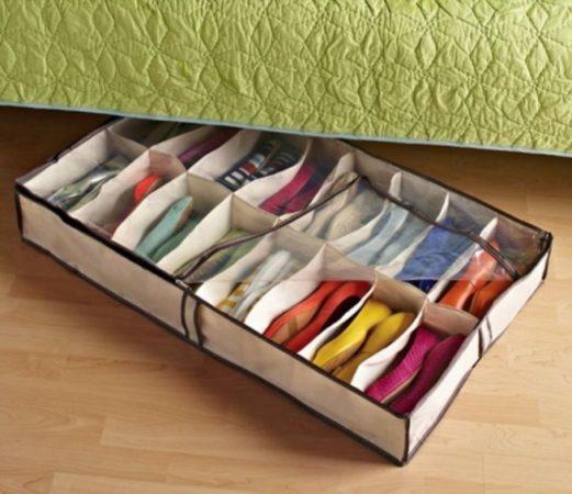 Идея хранения обуви под кроватью