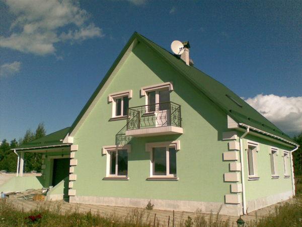 Зелёный дом с зелёной крышей