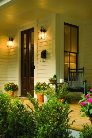 Светильники по бокам входной двери