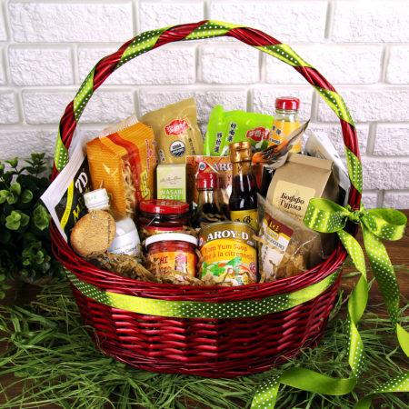 Большой набор продуктов в корзине